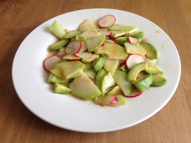 Mexický salát s avokádem a čajotem